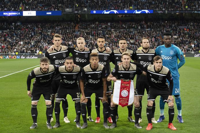 Elftal Ajax voorafgaand aan de Champions League-wedstrijd tegen Real Madrid.