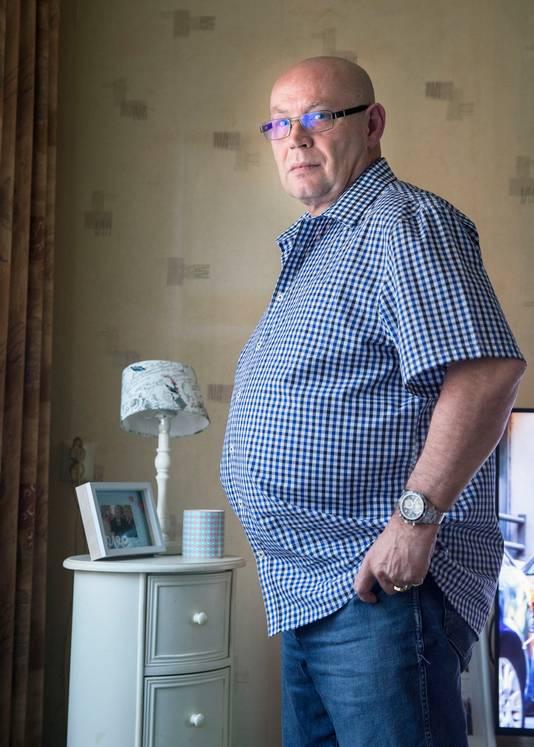 Bas Jongeneel zou te dik zijn om nog in beeld te mogen met dodenherdenking op de Waalsdorpervlakte.