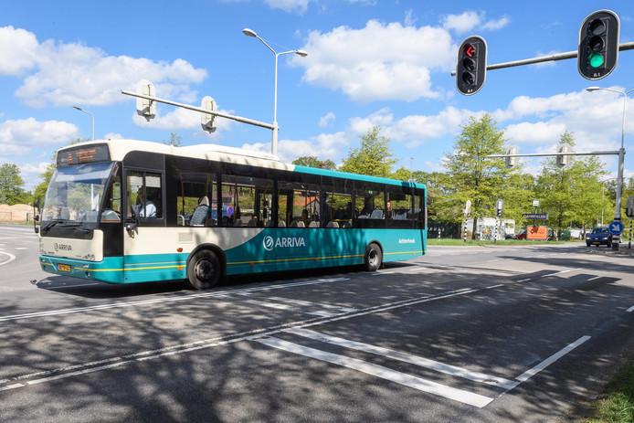Nu de nieuwe N18 klaar is, rijden lijnbussen vanuit de Achterhoek straks om Haaksbergen heen. Reizigers van en naar Haaksbergen moeten gebruikmaken van het nog aan te leggen ov-knooppunt Assinkbos, ter hoogte van het voormalige Danspaleis.