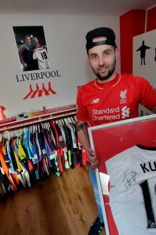 Numansdorper Leslie Snel (29) verzamelde al ruim honderd voetbalshirts
