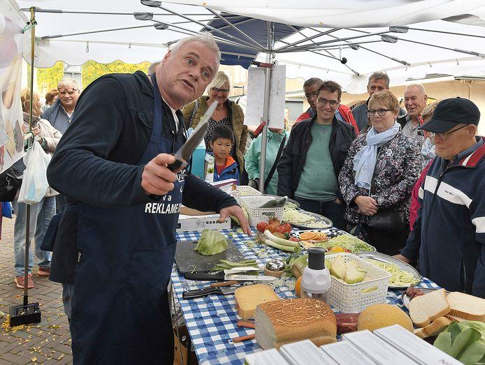 Paul Bol werd met de verkoop van messen vorig jaar in Middelburg Nederlands kampioen standwerken.