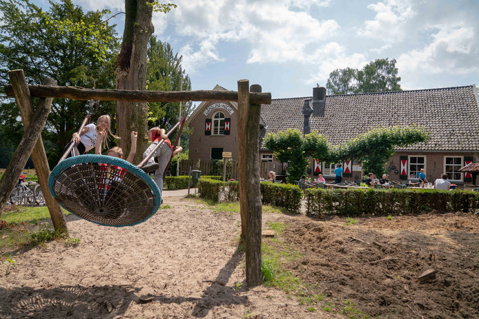 De Carolinahoeve in De Steeg. Een plek om te verpozen en te spelen.