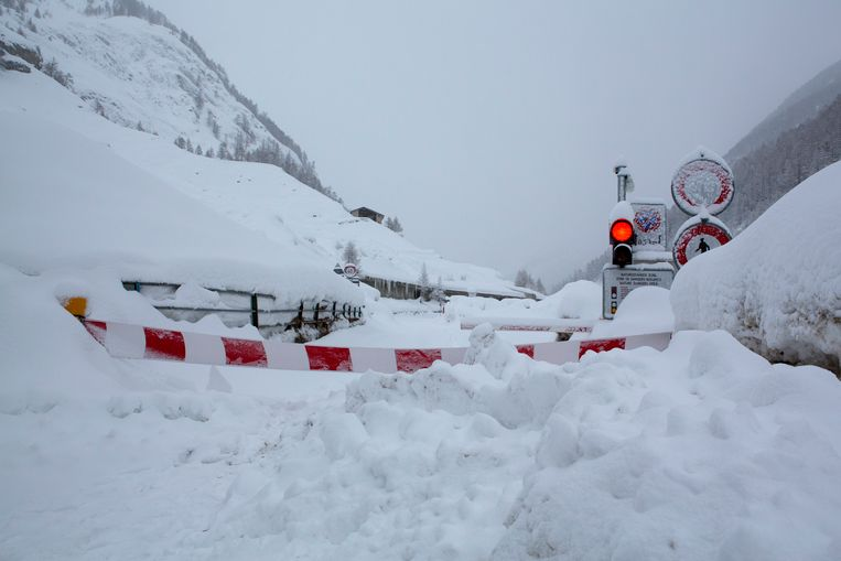 De weg tussen Täsch en Zermatt is afgesloten voor alle verkeer.