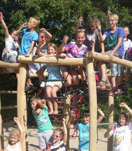 Jaarsveldse kinderen blij met 'mooiste speeltuin' van Lopik