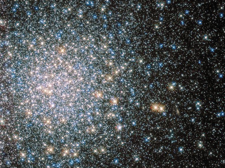 Een cluster van honderdduizenden sterren.