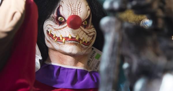 Riona 10 horrorclowns zaten met mes en zaag achter ons for Clown almere