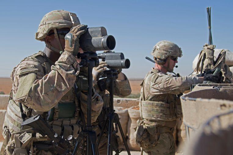 Amerikaanse troepen houden de omgeving in de gaten in Manbij.