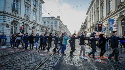 2.400 mensen vormen ketting van 3 kilometer voor het klimaat