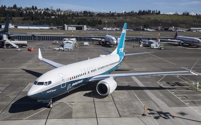 Een nieuwe Boeing 737 MAX 7 na zijn eerste vlucht op Boeing Field in Seattle