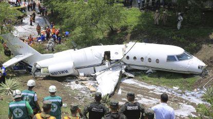 Privéjet stort neer op vliegveld in Honduras en breekt in tweeën