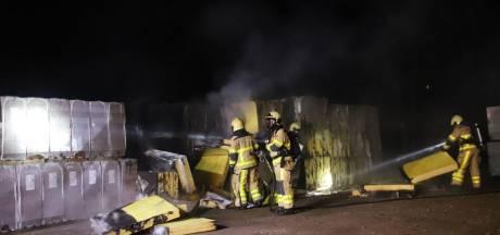Grote stapel isolatiemateriaal in brand in Ugchelen