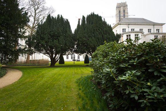 De tuin van het Aartsbisschoppelijk Paleis in Mechelen.