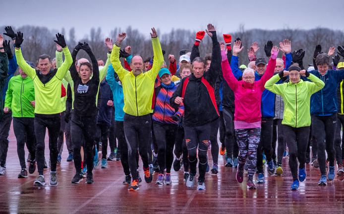 Even de spieren warm maken tijdens de warming-up.