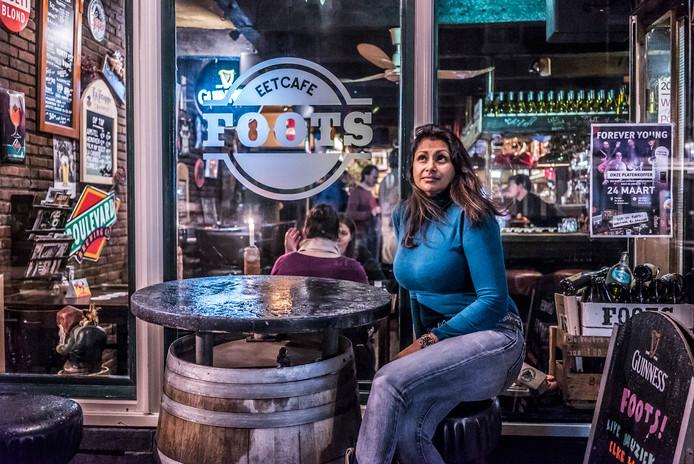 Soesila Sewratan van eetcafé Foots moet een boete betalen na klachten over geluidsoverlast.