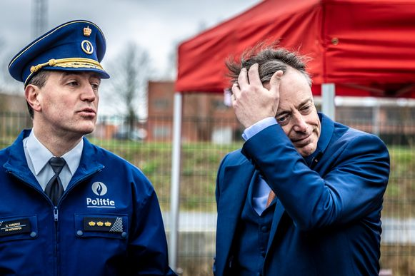 Burgemeester Bart De Wever (N-VA) werkt nauw samen met de lokale politie (archiefbeeld).