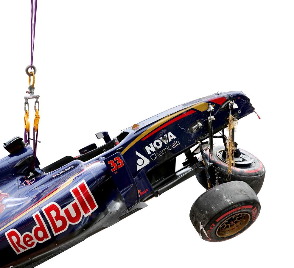 2015: Bij zijn debuut in Monaco crashte Verstappen tegen de boarding.