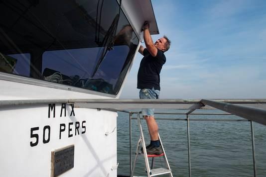 Bruno Kievits: Niet varen maar verven.  Foto's Paul Rapp