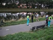 Auto rolt in kanaal bij Oost-Souburg