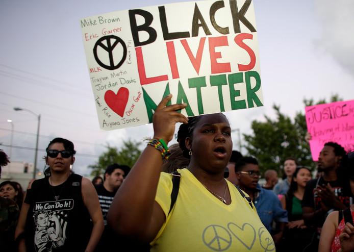 De Black Lives Matter-beweging maakt zich sterk voor gelijke kansen en gelijke rechten voor mensen met een donkere huidskleur.