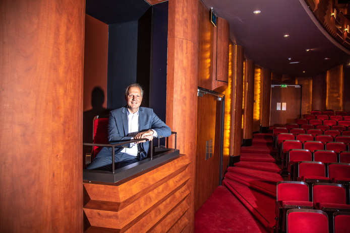 Rob Zuidema, oud-directeur van Booking.com en de huidige topman van bouwbedrijf BAM, wordt de nieuwe directeur van de Zwolse theaters De Spiegel en Odeon.