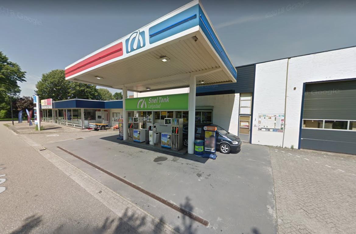 Een tankstation aan de Jol in Lelystad is vanavond overvallen.