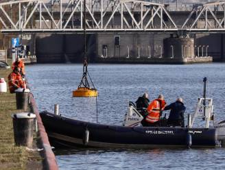 Speurders zochten hele dag naar moordwapen in Albertkanaal