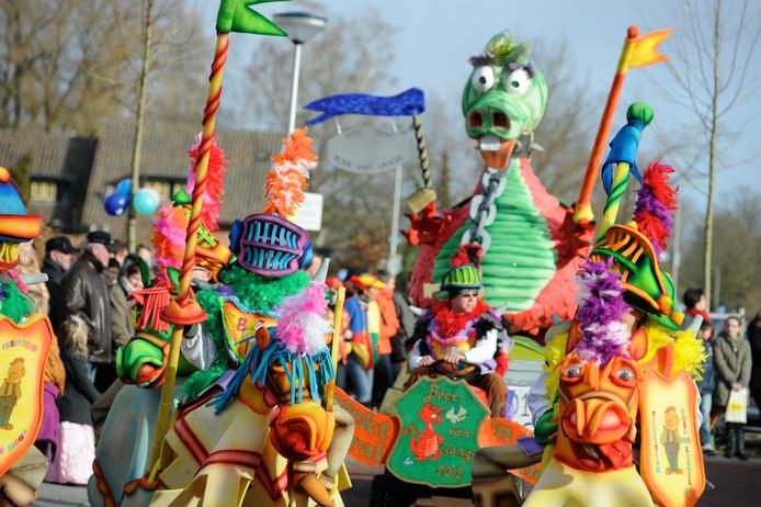 Beeld van eerdere carnavalsoptocht in Neede.