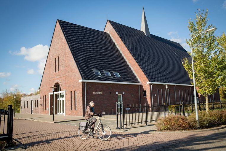 De Sionkerk, eveneens in Middelharnis, had last van een circus. Het circus werd gesloten. Beeld