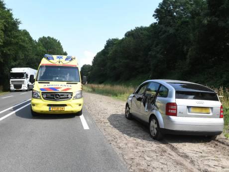 Bestuurster gewond bij botsing met vrachtwagen