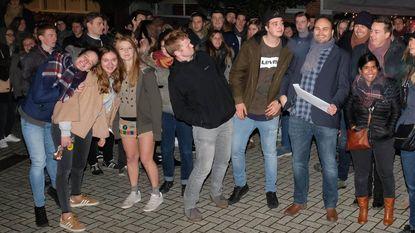 Gunther krijgt verrassingsfeest voor zijn 15 jaar als jeugdconsulent