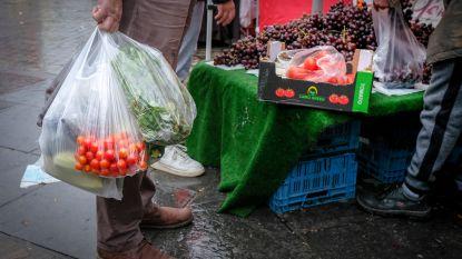 Ondanks verbod: Zuidmarkt blijft verslaafd aan plastic zakjes