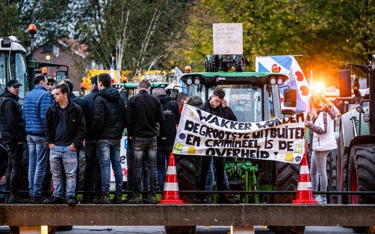 Boeren bezetten het bordes van het provinciehuis van Den Bosch tijdens een demonstratie tegen de strenge stikstofregels. Beeld ANP