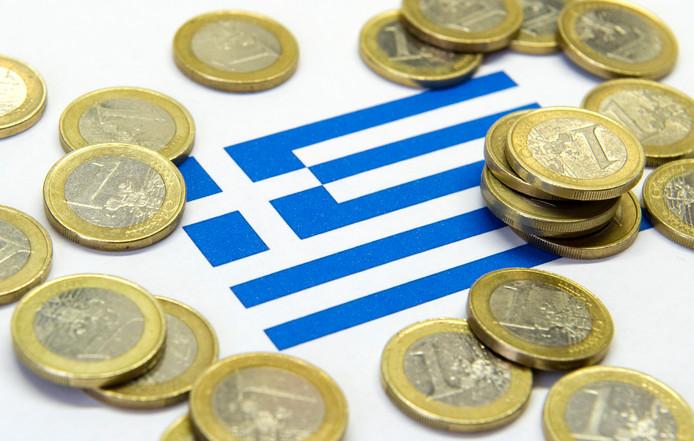 De Griekse vlag met euromuntstukken.