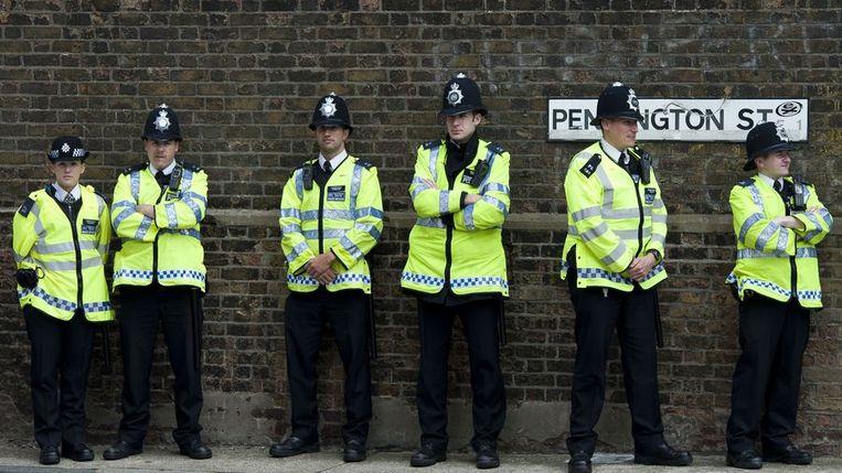 Politie bij News International. Beeld afp