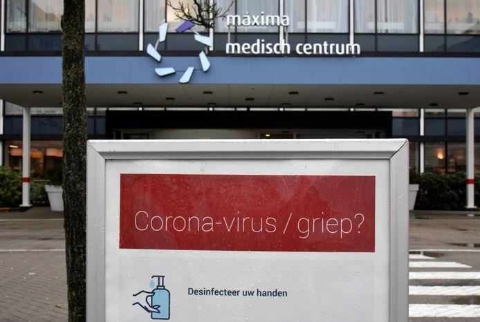 Aanwijzingen voor patiënten bij de ingang van het Máxima Medisch Centrum in Veldhoven.
