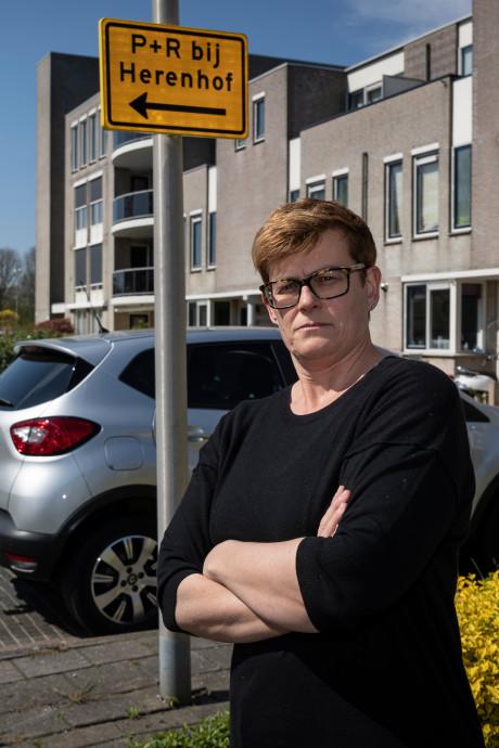 Parkerende vakantiegangers drijven bewoners Alphense Lemelerberg tot wanhoop
