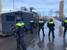 VIDEO: Dertig aanhoudingen bij rellen in Eindhoven: ravage in binnenstad, treinverkeer stil