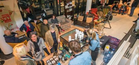 Apeldoornse Burgerzaal als huiskamer op dag van verkiezingen