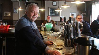 """Danny (59) van café National (met vaste klanten zoals Luc Dufourmont en Freddy De Vadder) gaat met pensioen: """"Tijd om de tapkraan dicht te draaien"""""""