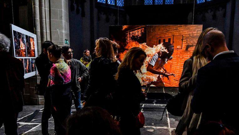 Het laatste weekend van de World Press Photo in de Nieuwe Kerk. Beeld ANP