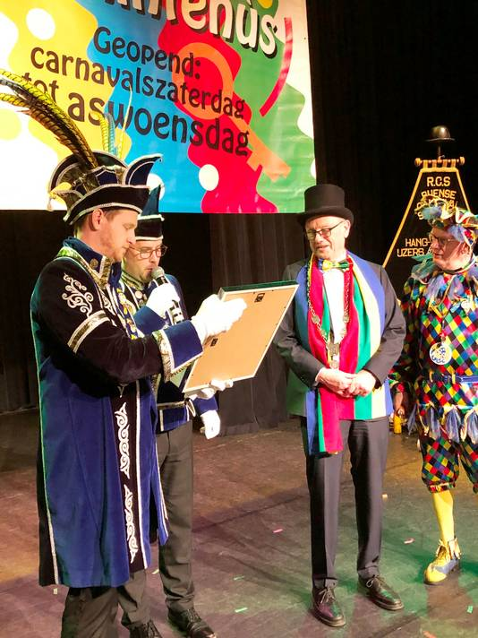 Sleuteloverdracht door burgemeester Boelhouwer.