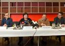 La ministre entourée des docteurs Soentjens, Van Ranst et Van Gucht