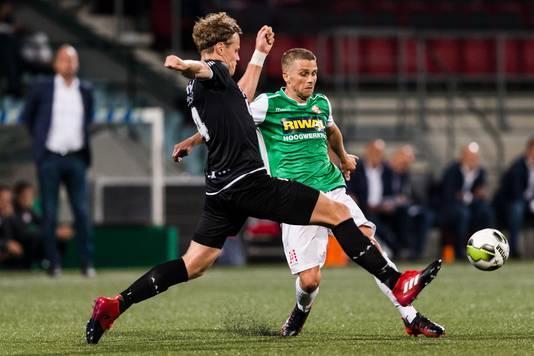 FC Dordrecht in eigen huis in actie tegen Emmen.