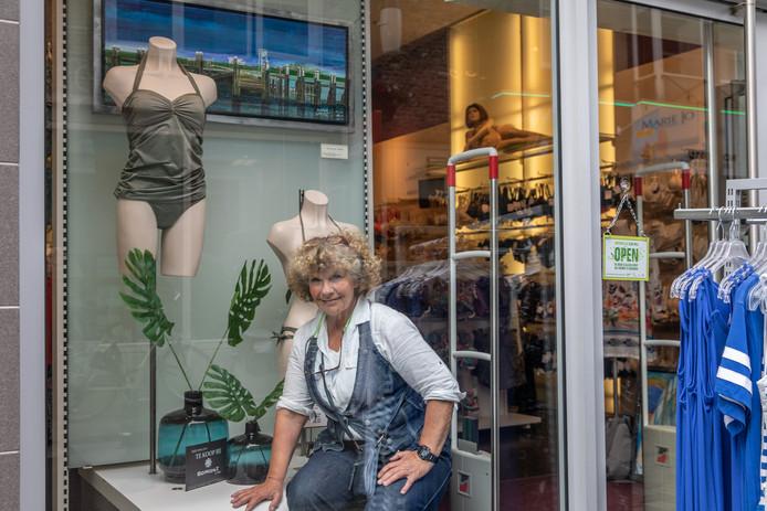 Ilse van Loo exposeert dit jaar bij onder meer lingeriewinkel Cherry Lin in Goes.