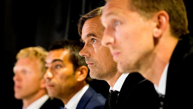 Dirk Kuyt en coach Giovanni van Bronckhorst van Feyenoord samen met coach Phillip Cocu en Luuk de Jong van PSV tijdens een persconferentie in aanloop naar de wedstrijd om de eenentwintigste editie van de Johan Cruijff Schaal tussen Feyenoord en PSV. Beeld anp