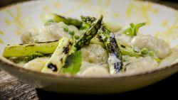 Smakelijk! Loïc maakt gnocchi met groene asperges