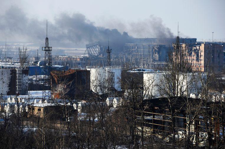Rook boven het vliegveld in Donetsk. (archiefbeeld) Beeld AP