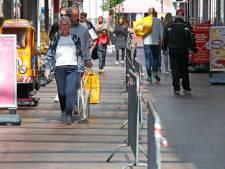 Lof voor 'coronahekken' om afstand te houden in winkelpassages Spijkenisse