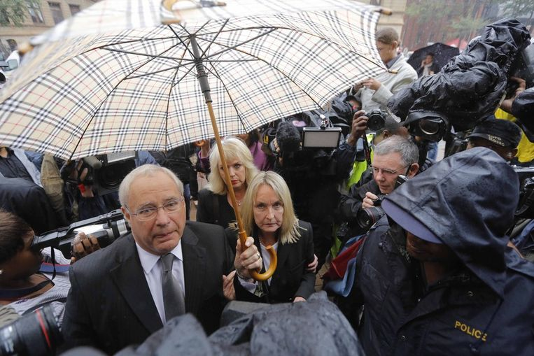 June Steenkamp, de moeder van de overleden Reeva, arriveert maandag 3 maart bij de rechtbank. Beeld anp