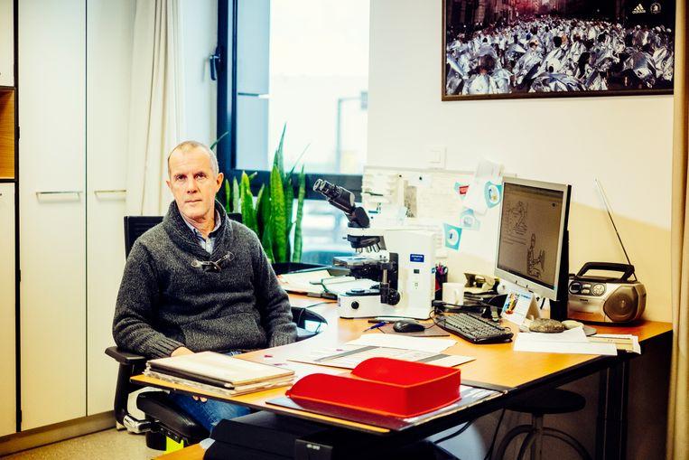 Geert Van Parys, forensisch patholoog. Beeld Stefaan Temmerman